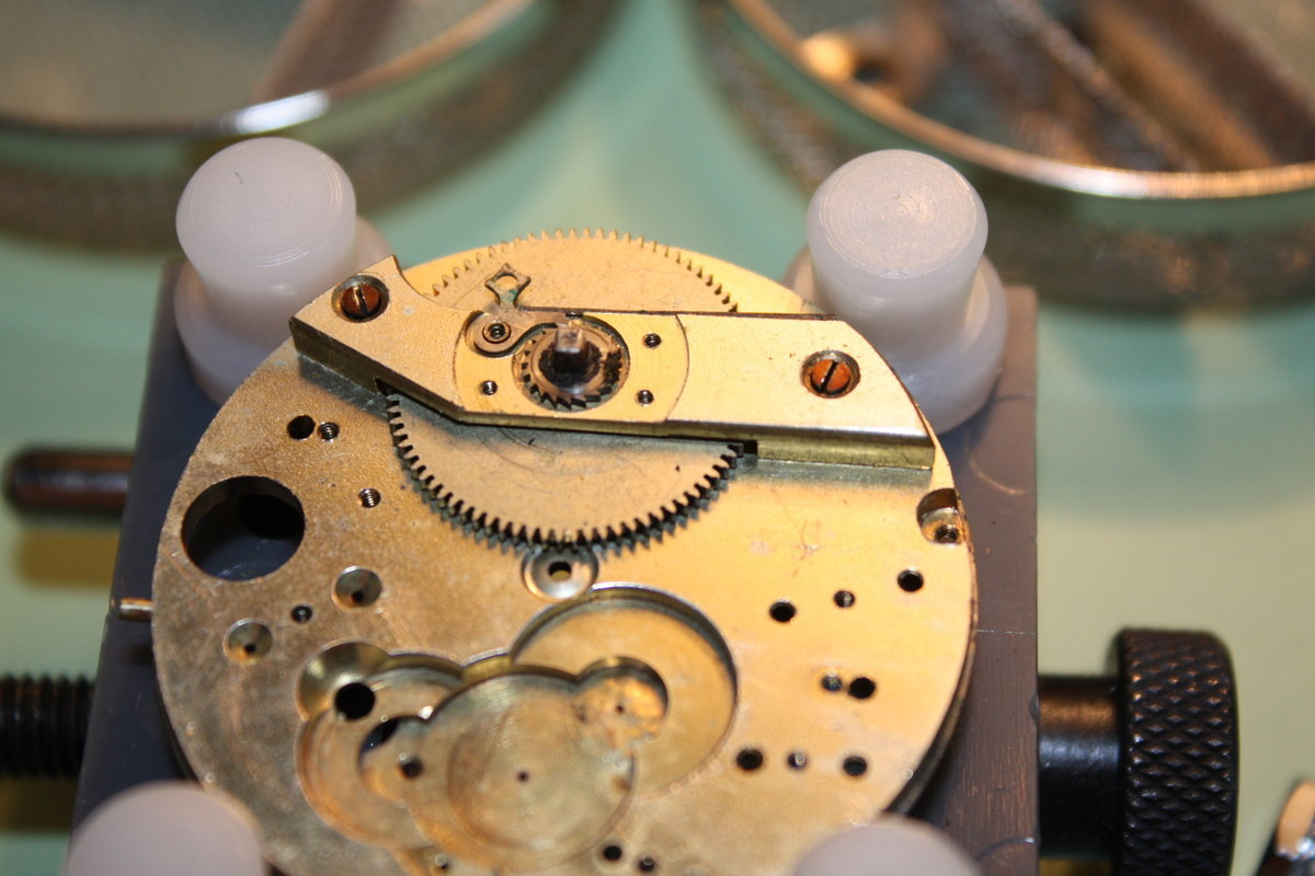 how to release watch mainspring